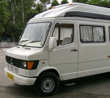12 seater tempo traveller hire in Jaipur